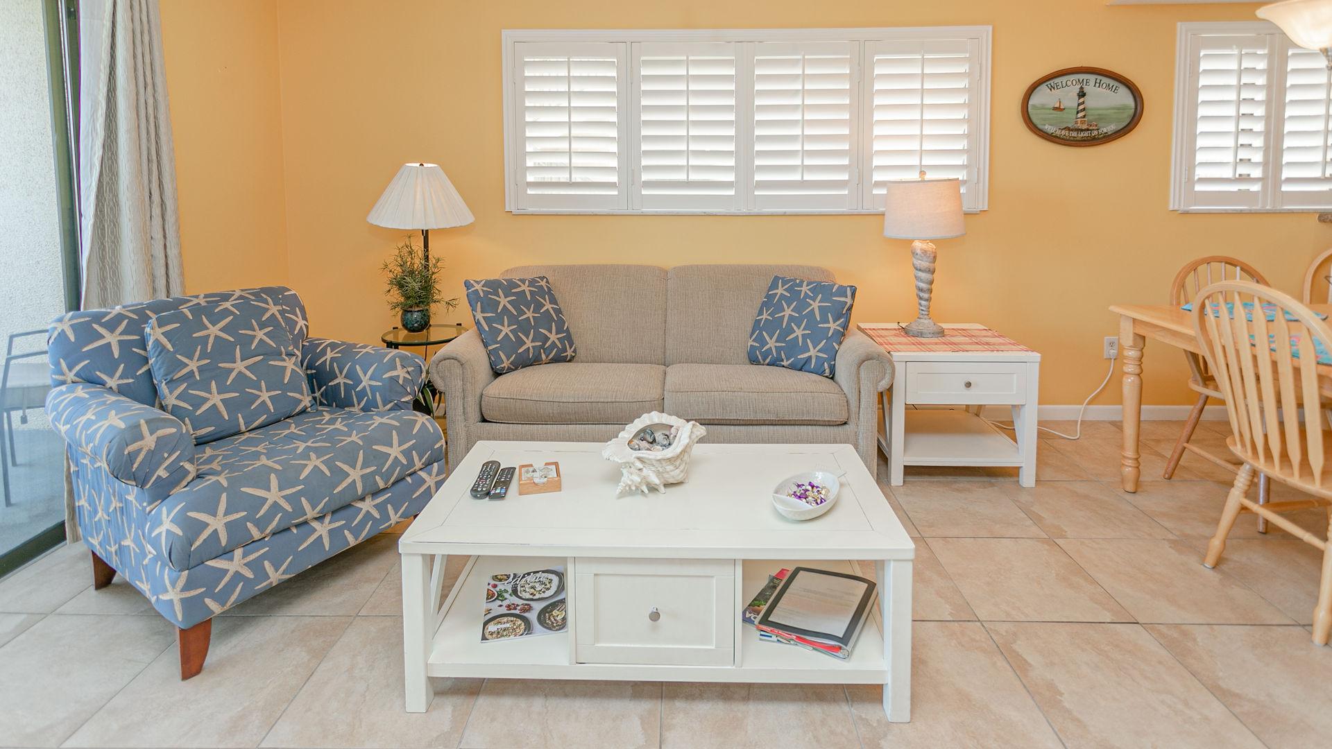 Living Area w/sofa sleeper