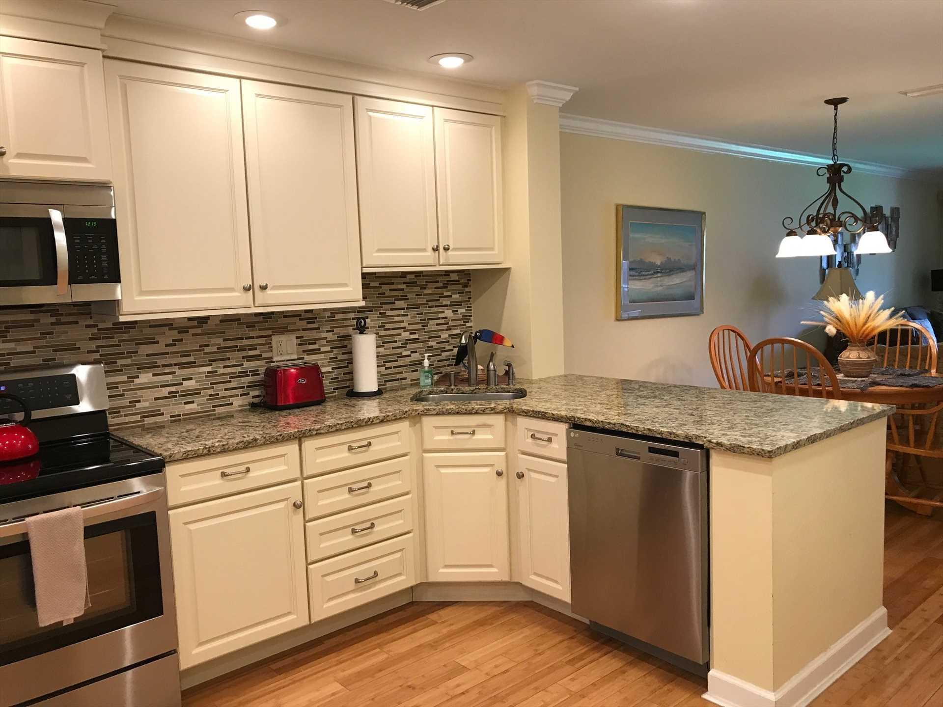 New Kitchen w/granite counter tops