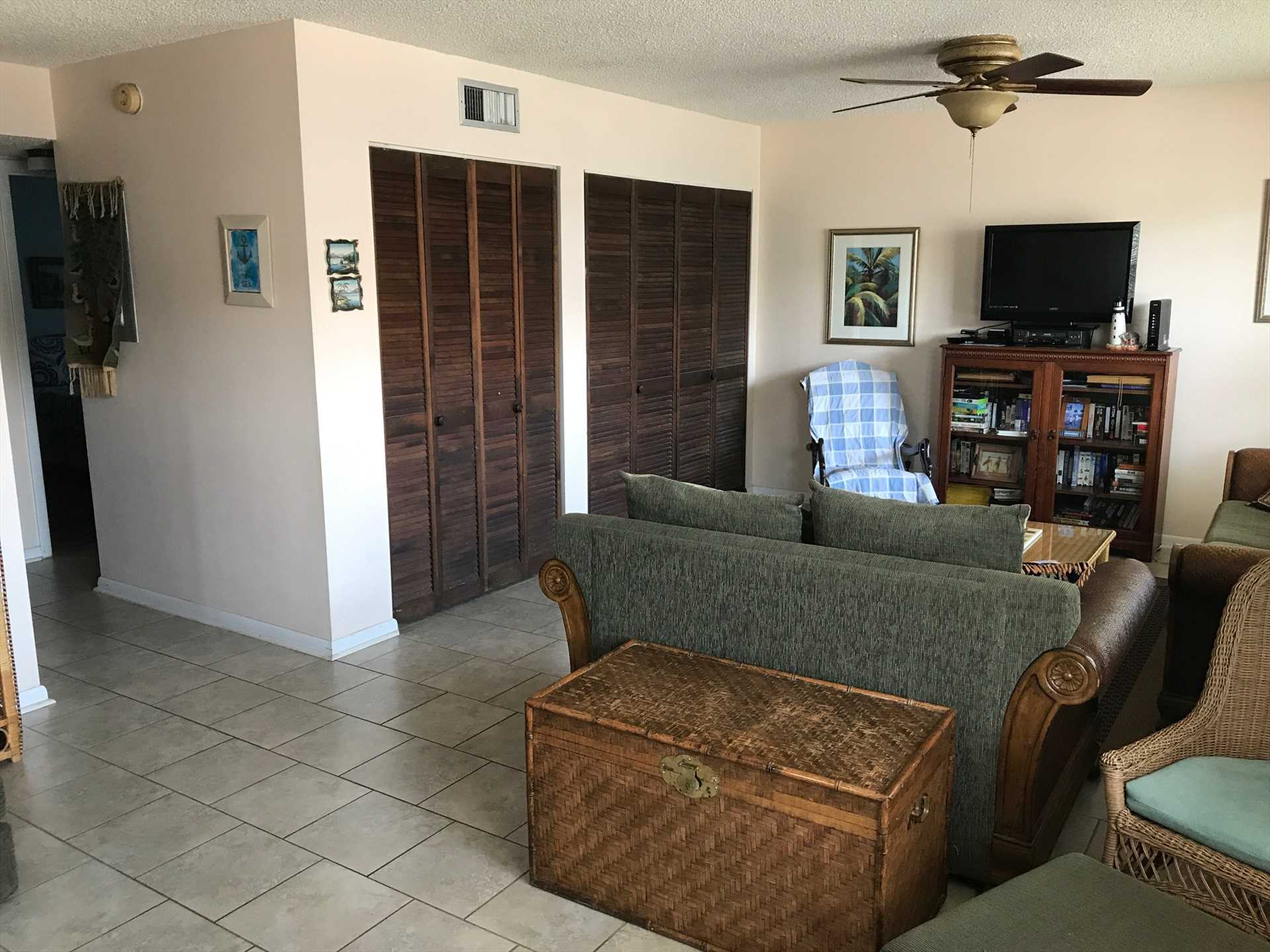 Downstairs Living Room w/Full Size Washer Dryer